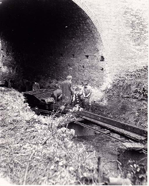 Navvies Salwarpe Bridge low res